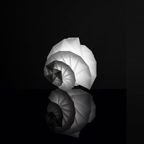 Lampa de masă Mendori Issey Miyake