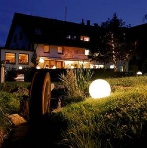 Set de trei lămpi moderne de grădină Luna bilă 20 cm, 30 cm, 40 cm, bile albe, luciu, becuri LED incluse small 3