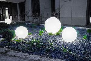 Un set de bile decorative de grădină - Bile Luna 25, 30, 40 cm + Becuri Led small 2