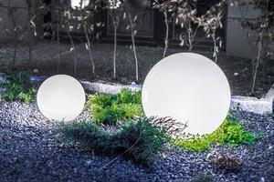 Un set de bile decorative de grădină - Bile Luna 25, 30, 40 cm + Becuri Led small 3