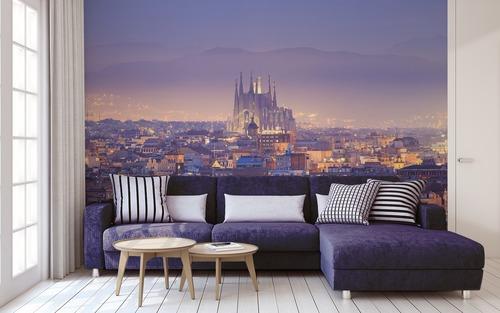 Apus de soare magic în Barcelona, Sagrada Família, vedere aeriană, joc de lumină și umbră, pictură murală
