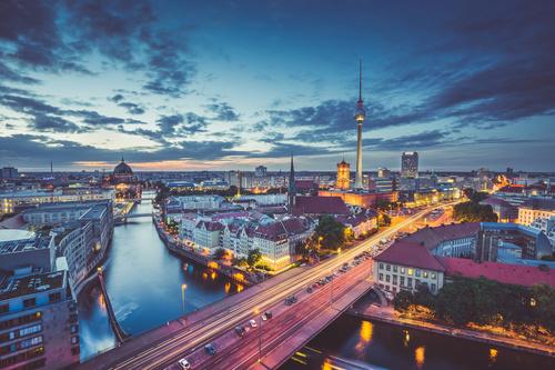 Fotomural Berlin, vedere aeriană a orașului, amurg, accente de iluminat
